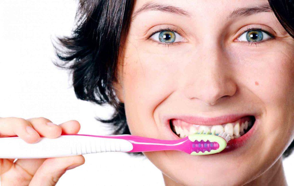 К чему снится чистка зубов щеткой