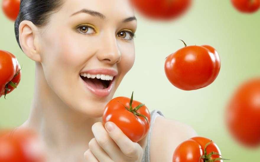 Женщина и помидоры
